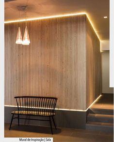 painel ripado em madeira com a iluminação em indireta em led.