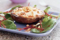 Kijk wat een lekker recept ik heb gevonden op Allerhande! Portobello-champignon gevuld met geitenkaas