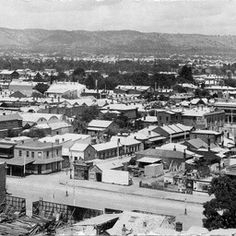 Adelaide in South Australia in 1916 from the Government buildings at the corner of Flinders St and Gawler Place,looking south east.Wakefield St is in the foreground. Adelaide South Australia, Australian Continent, Largest Countries, Wakefield, Amazing Pics, Small Island, Heartland, Tasmania, Continents