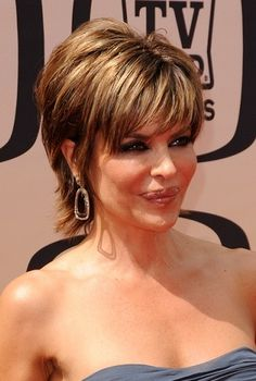 Lisa Rinna-Head Turning Short Haircuts l www.sophisticatedallure.com
