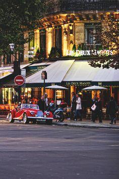 exterior of les deux magots, paris, france | foodie travel + restaurants #storefronts