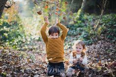 Sesión de fotos familiar y navideña en el bosque en otoño en barcelona (29)