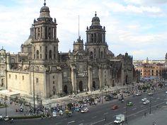 Arquitectura antigua:Algunos con más de 500 años, sobrevivientes de terremotos, inundaciones y la celeridad de una cultura híbrida y frenética.