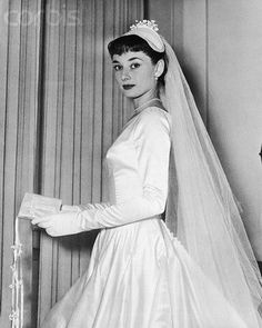 When her 1953 wedding to James Hanson was called off, Audrey Hepburn decided to donate her bespoke wedding dress. What happened to Audrey Hepburn's first wedding dress makes for fashion folklore at its finest Boda Audrey Hepburn, Audrey Hepburn Photos, Audrey Hepburn Wedding Dress, Old Hollywood, Viejo Hollywood, Celebrity Wedding Photos, Celebrity Weddings, Actrices Hollywood, Marlene Dietrich