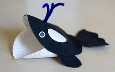 W- Whale paper plate craft  I think it is super cute!
