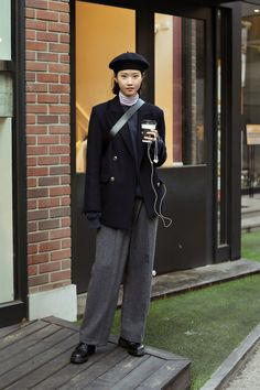 winter of December 2018 Seoul Women's Street Style – écheveau Korean Outfits, Mode Outfits, Casual Outfits, Fashion Outfits, Womens Fashion, Fashion Trends, Asian Street Style, Street Style Women, Korean Street