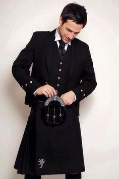 Love the all black kilt.