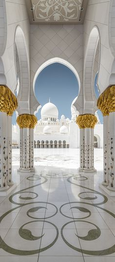 Sheikh Zayed Grand Mosque, Abu Dhabi https://www.hotelscombined.com/Place/Dubai.htm?a_aid=150886