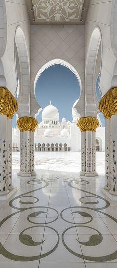 Sheikh Zayed Grand Mosque, Abu Dhabi https://www.hotelscombined.com/Place/Dubai.htm?a_aid=150886