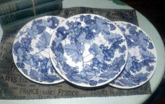 Vintage (c.1980s) Primula | la Primula PRL12 pattern hand-painted pasta, soup or salad bowl.  Blue grapes and leaves. Made in Italy.