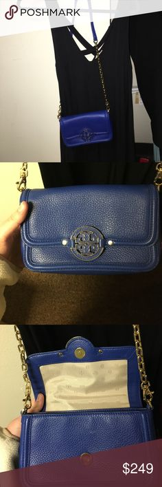 Tory burch Amanda Crossbody beautiful dark blue Tory Burch! The logo and chain/ strap are in amazing condition and so is the bag itself. it's a magnetically snap in front and opens to a good size compartment with 3 card slots💙 the strap can be unattached to be a clutch with gold detailing. No wear, tears or discolorings, authentic Tory Burch Bags Crossbody Bags