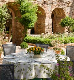 Spanish Wedding Planner provides beautiful small beach wedding venues, spanish villa wedding venue in Spain at a very affordable price. Small Beach Weddings, Wedding Venues Beach, Our Wedding, Wedding Ideas, Spanish Villas, Outdoor Dining, Outdoor Decor, New Saints, Spanish Wedding