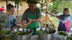 Schnellgurken zubereiten in der Kräuter Manufaktur