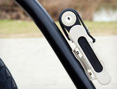 Foldylock takes a new approach to the folding bike lock . Foldylock collapsed and mounted on the water bottle bosses Foldable Bicycle, Holographic Displays, Bicycle Lock, Holography, Cool Lock, Water Bottle Holders, Future Trends, Brompton, Bike Frame