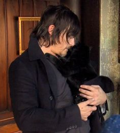 Aw Norman Reedus and his black snuggle buddy!