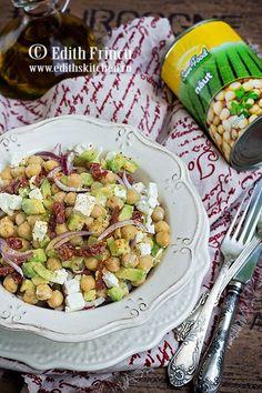 salata-de-naut-cu-avocado Edith's Kitchen, Feta, Delicious Food, Potato Salad, Avocado, Potatoes, Sun, Drinks, Ethnic Recipes