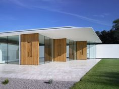 contemporary house architecture flat roof straight lines glass walls