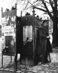 La banlieue de Paris. 1949 |¤ Robert Doisneau | kettererkunst.com |
