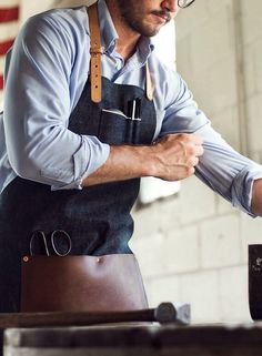 A work apron like this would be cool to have.