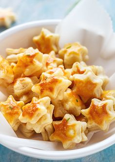 Parmesan Puff Stars Parmesan Puff Stars,Mädelsabend - leckere Snacks und Drinks puff pastry bites recipe appetizers and drink pastry recipes cabbage rolls recipes cabbage rolls polish Puff Pastry Appetizers, Savory Pastry, Yummy Appetizers, Appetizer Recipes, Puff Pastries, Puff Pastry Dinner Recipes, Puff Pastry Desserts, Choux Pastry, Shortcrust Pastry