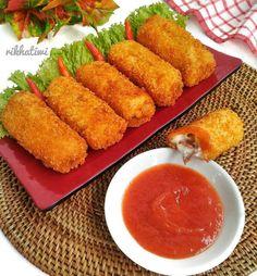 Resep risoles enak dan simpel istimewa Idli Recipe, Fika, Indonesian Food, Donuts, Food Photography, Food And Drink, Bread, Snacks, Cooking