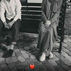Disney Wedding Dresses, Hijab Bride, Pakistani Wedding Dresses, Girl Hijab, Wedding Hijab, Cute Muslim Couples, Cute Couples, Couple Goals Teenagers Pictures, Muslim Couple Photography