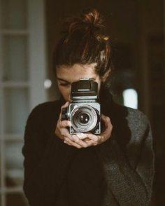 Photography Camera, White Photography, Portrait Photography, Vintage Photography, Selfie Foto, Photos Black And White, Fotografia Tutorial, Girls With Cameras, Travel Photos