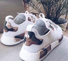 Ladies's sneakers / streetwear / city tradition / vogue /footwear / chaussure femme / basket Cute Shoes, Women's Shoes, Me Too Shoes, Shoe Boots, Shoes Sneakers, Tumblr Sneakers, Shoes Style, Golf Shoes, Dream Shoes