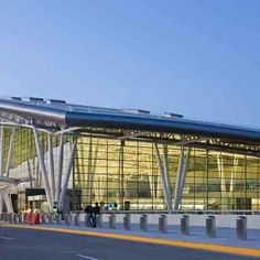 Top Indian Airports that put others to shame!   Apart from being an absolutely lovely city with amazing weather and greenery, the city also boasts of a fantastic airport- the Bengaluru International Airport. Take a look!  #Airports #IndianAirports #BengaluruInternationalAirport #Bengaluru #travel #trip #tour #India #World'sBest #Top5Airports #summer #summerbreak #yolo #usa #college #students #losangeles #UCLAUniversityofSouthernCalifornia