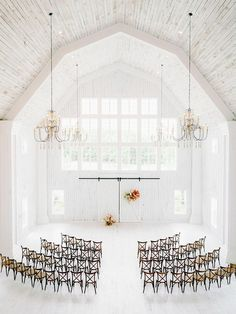The whitewashed barn venue we all know and love in the heart of Texas is coloring our hearts happy! White Sparrow Barn, White Barn, Bodice Wedding Dress, Wavy Wedding Hair, Summer Wedding Cakes, Modern Wedding Inspiration, Indoor Wedding, Wedding Venues, Wedding Ceremony
