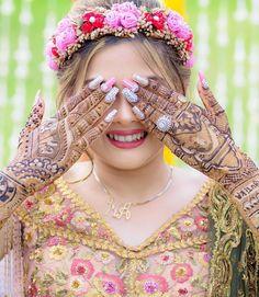 Fantastic India wedding beautiful girl new 💯 hot bridal girl dpz Mehendi Photography, Wedding Photography India, Wedding Couple Poses Photography, Bridal Poses, Bridal Photoshoot, Mehndi Photo, Beautiful Pakistani Dresses, Indian Wedding Jewelry, India Wedding