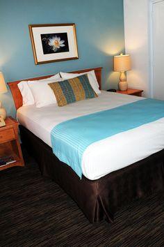 Hotel room with queen bed, non-oceanfront