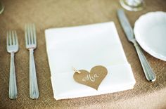 place cards with a tiiiiny clothes pin