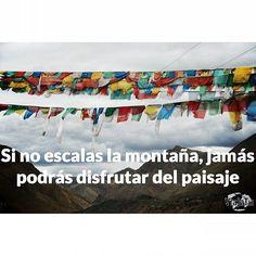 Haz caso a Pablo Neruda y atrévete con esa montaña. Feliz lunes! #travel #viajar #quotes #travelquotes #frasesviajeras #frasesviajerasviajatu #wanderlust  #vacation #beautifuldestination  #neverstopexploring #liveauthentic #passionpassport #igworldclub #adventure #exploremore #Tibet #ontheroofontheworld #tibetan #flags