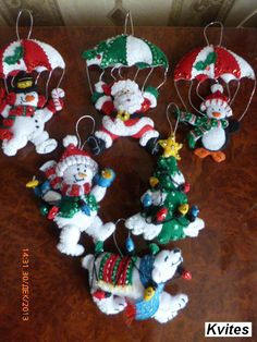 Bucilla Dropping In ~ 6 Pce. Beaded Christmas Ornaments, Felt Ornaments, Christmas Wreaths, Christmas Decorations, Christmas Crafts For Kids, Handmade Christmas, Christmas Tree Advent Calendar, Homemade Ornaments, Christmas Settings