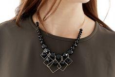 Today's Hot Pick :スクエアフレームブラックビーズネックレス【BUILD】 http://fashionstylep.com/P0000PDP/build112/out スクエアフレームブラックビーズネックレス。 品のあるフェミニン系ネックレスです。 シックなブラックビーズとゴールドフレームの組み合わせがポイント! フォーマルなシーンでも活躍するアイテムです。 ◆1色:ブラック