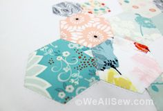 applique hexies instead tiwh this easy-to-sew, machine-stitched technique. Make a chevron-quilted table topper. Quilting Tips, Quilting Tutorials, Hand Quilting, Machine Quilting, Sewing Tutorials, Machine Embroidery, Sewing Lessons, Sewing Hacks, Sewing Crafts