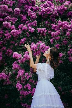 Jan Wolanski's media content and analytics Photography Poses Women, Spring Photography, Creative Photography, Portrait Photography, Photography Ideas, Mode Mori, Spring Pictures, Foto Pose, Flowering Trees