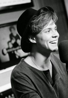 @5sosashtonirwin Happy 22nd Birthday!!! Can't belive you are 22 already, Love ya! Stay strong ;)