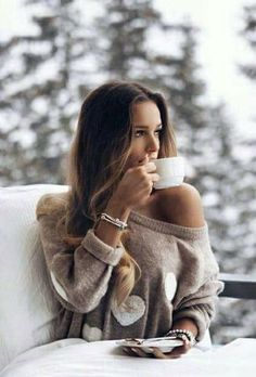 coffee girl Meuwissen, Fabrice - Woman Drinking Co - coffee Coffee Girl, I Love Coffee, Hot Coffee, Coffee Drinks, Drinking Coffee, Coffee Photography, Girl Photography, Café Sexy, Foto Glamour