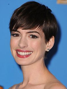 Knockout Date-Night Hairstyles: Anne Hathaway