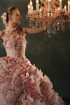 Stella de Libero gown. Ohhhhhhhhh how I want to be in this gown and twirl. Pure elegance!