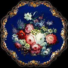 The art of Zhostovo trays