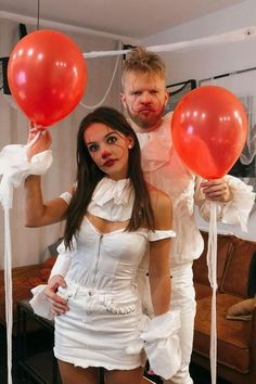 I LOVE how cute these couple Halloween costumes are! The best part is they are easy to recreate and super affordable. Definitely saving these easy couple Halloween costumes for later! Britney Spears Halloween Costume, Joker Halloween Costume, Easy Halloween Costumes For Women, Last Minute Halloween Costumes, Girl Halloween, College Couple Costumes, Couples, Teenagers, Friends