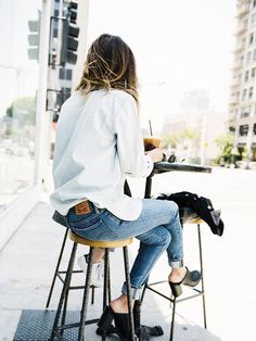 Whatever your pair, Levi's has you covered. Becky Bunz dresses light and loose for Sunday brunch with a boyfriend button down. #LadiesInLevis