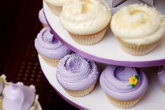 Cupcakes clásicos en tonos pastel de Magnolia Bakery. #MagnoliaBakery #Cupcake #Decoracion