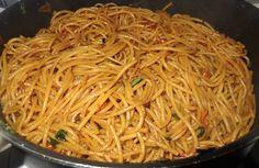surinaamse bami,surinaamse bami van spaghetti, javaans-surinaamse bami,surinaamse recepten,surinaams eten, surinaamse keuken,recept surinaamse bami,surinaamse mie Carribean Food, Pasta, Japchae, Cooking Time, Spaghetti, Food And Drink, Dishes, Ethnic Recipes, Dutch Language
