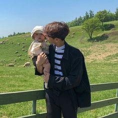 ♡ truongkimthu ♡ - New Ideas Cute Asian Babies, Korean Babies, Asian Kids, Cute Babies, Father And Baby, Dad Baby, Baby Kids, Baby Boy, Couple Ulzzang