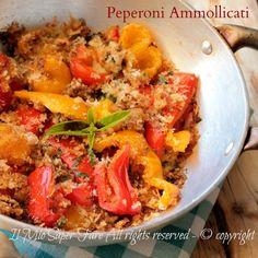 #Peperoni ammollicati in padella o in forno, gustosi e facili da realizzare per un #contorno che sta bene con tutto, un secondo piatto leggero e saporito o un #antipasto stuzzicante.