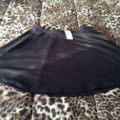 Black short skirt New with Tags! Never Worn! From Forever 21. Skater style skirt. Size large Forever 21 Skirts Circle & Skater